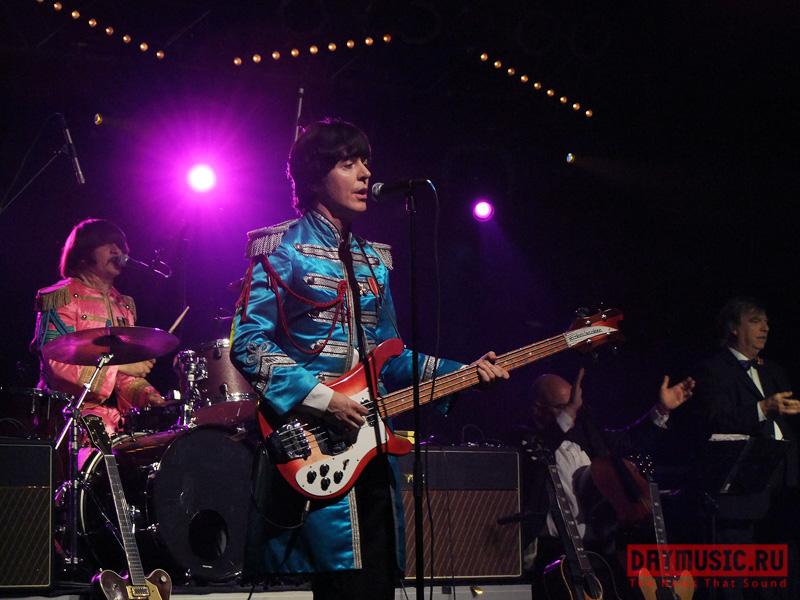Юбилей Джона Леннона Москва отпраздновала стрибьют-группой The Bootleg Beatles (фото)
