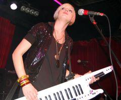 Британская группа The RGBs выступила вДень Влюбленных вмосковском клубе «Шестнадцать Тонн»