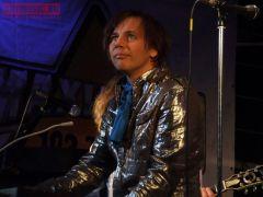Лагутенко посвящает новый альбом «троллей» писателю Василию Аксенову