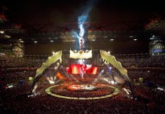 Наконцерте U2в Москве поклонники смогут коснуться Боно, если попадут вовнутренний круг сцены
