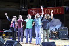 8000 знаков оконцерте трибьют-группы Led Zeppelin— Physical Graffiti, выступившей вМоскве