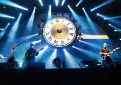 Brit Floyd выступили вМоскве сбольшим концертом