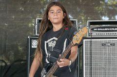 12-летний сын басиста Metallica играет втуре сKorn (видео)